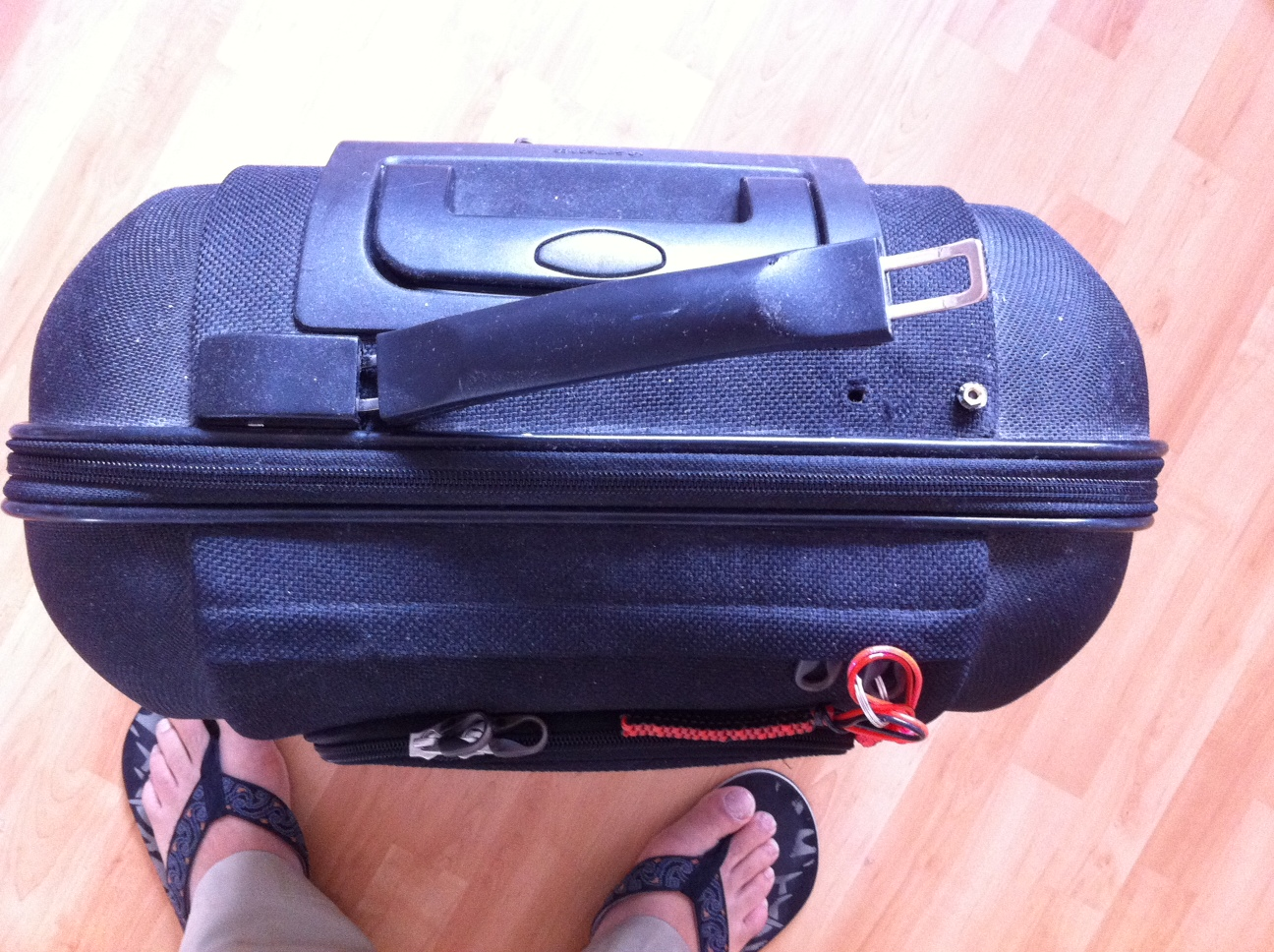 how to fix broken luggae handle
